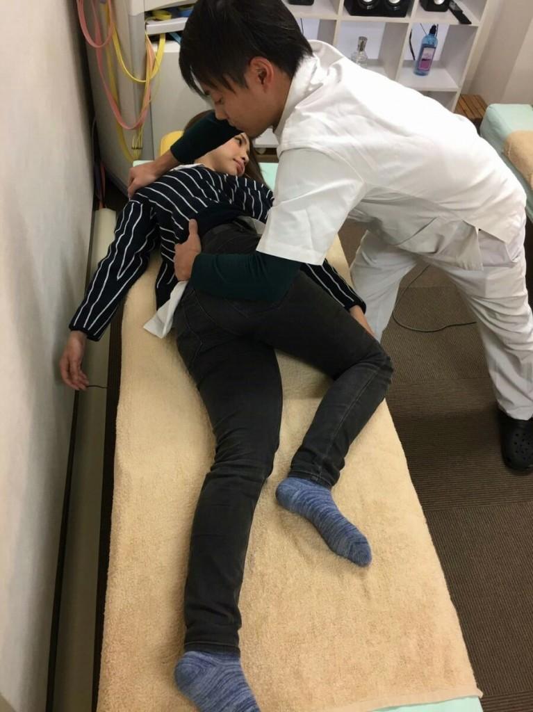 骨格からスタイルを良くしたい方、腰痛や姿勢の悪さを感じている方にオススメ!骨格筋の余計な緊張を解いてリンパの流れを良くするので、下半身太りや姿勢の改善に効果アリ♪専門店クラスの施術を体験してスッキリしてみませんか?骨格筋の再教育を合わせて行うため、3回1セットでの施術をお勧めしております。出産前後の女性もぜひご利用ください(*^_^*)初回の方限定(下記の文章をクリックして予約)!!!!『ここから予約していただいた方』に限り、20%OFFさせていただけます!通常4,725円 → 3,780円でご提供させていただいております。オレンジ色の予約ページ下部「担当者へのコメント欄」に「HP見た」と書いていただくとHP価格を保証します。